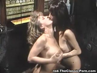 Секс видео инцеста с мамой и дочерью на берегу бассейна дома - смотреть онлайн