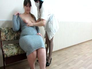 Русская толстая зрелая трахается со своим врачом в кабинете врача-лесбиянки и получает оргазм