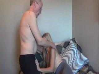 Дед трахает внучку в пизду и кончает ей на лицо
